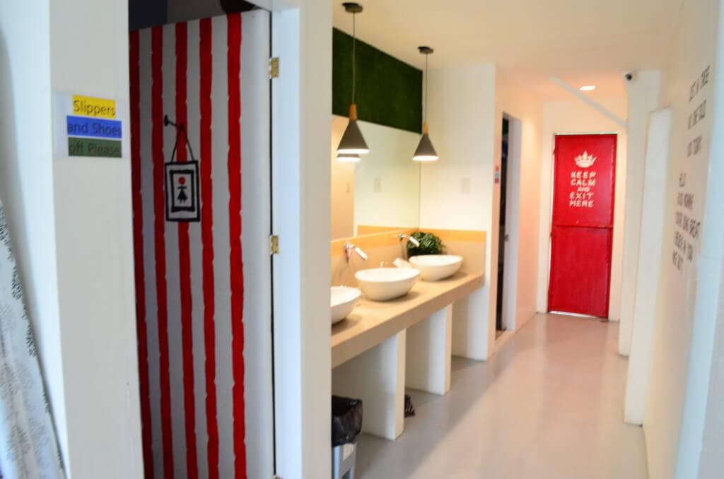 ムラルスホステル&カフェ(Murals Hostel&Cafe)はバス・トイレは共同だけどめっちゃキレイ