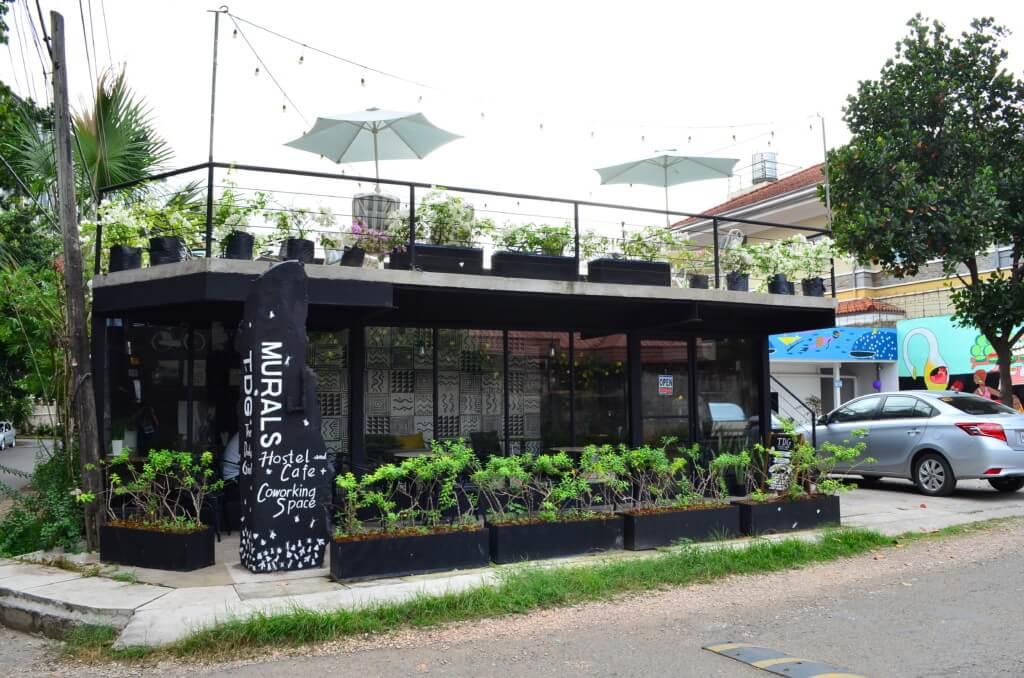 ムラルス ホステル&カフェ(Murals Hostel&Cafe)の朝食は無料で併設のカフェで選択式