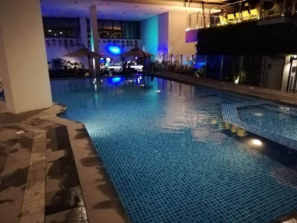 空港前の4つ星ホテルのサヴォイホテルマニラ(SAVOY HOTEL MANILA)に1泊無料宿泊