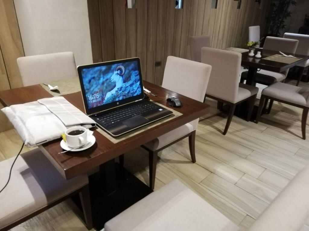 1階のロビーはレストラン併設でWiFiも問題なくて作業にミーティングに使える