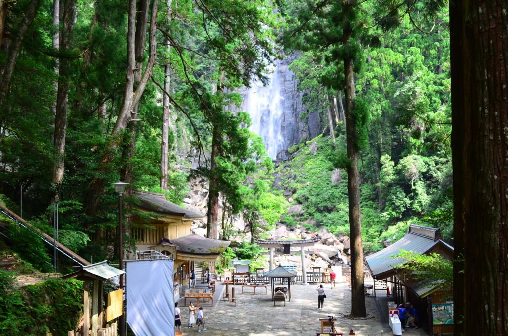 日本一の高さ・水量の那智の滝は日本三大名滝