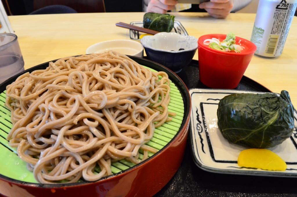 そばに熊野郷土料理のめはり寿司