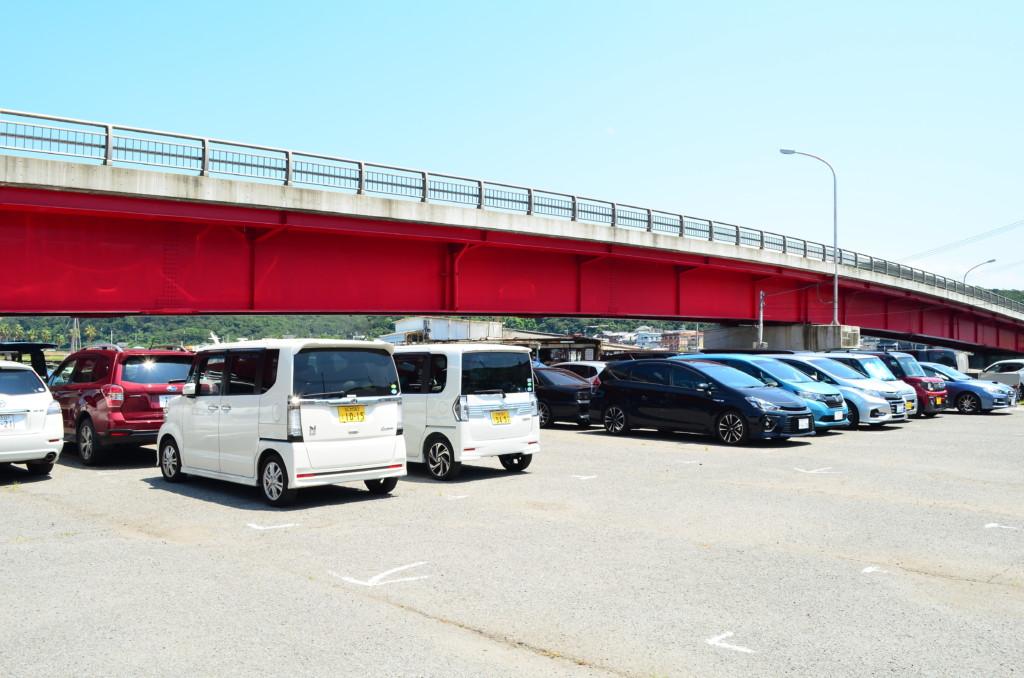 一番近い駐車場は友ヶ島汽船の船(フェリー)乗り場すぐ横
